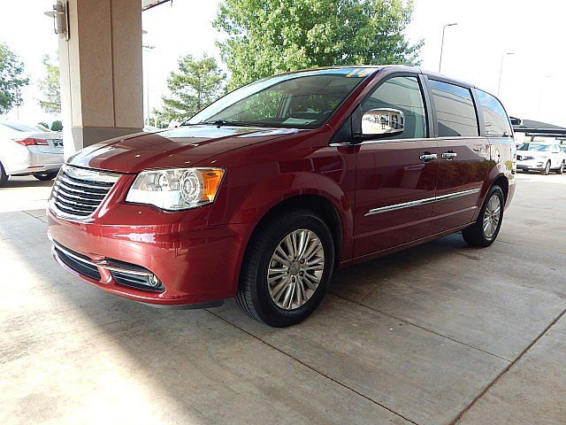 Pre-Owned 2014 Chrysler Town & Country Limited | ONLY AT BOB HOWARD ACURA CALL TODAY AT 405-753-8770!|