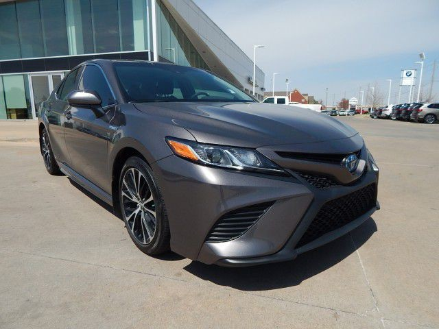 Pre Owned 2018 Toyota Camry Hybrid Se Great Gas Mileage Sedan In Oklahoma City Ju510147 Bob Howard Acura