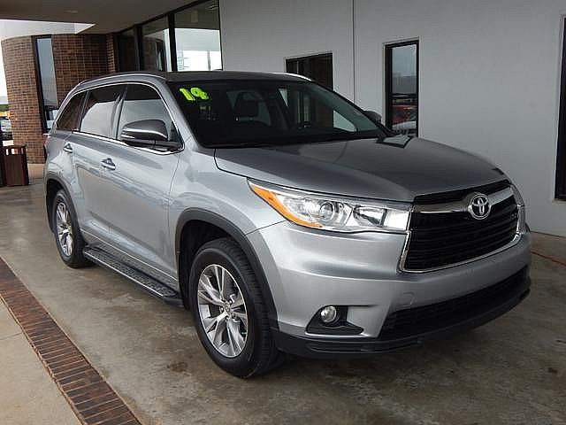 Pre-Owned 2014 Toyota Highlander XLE | BOB HOWARD DODGE 405-936-8900 | LEATHER | BACK UP CAMERA | SUNROOF | NAV