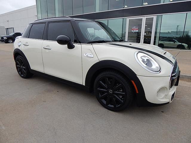 Pre-Owned 2016 MINI Cooper Hardtop 4 Door S