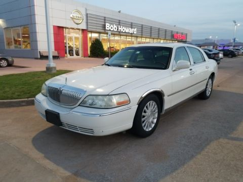 Pre-Owned 2004 Lincoln Town Car Ultimate